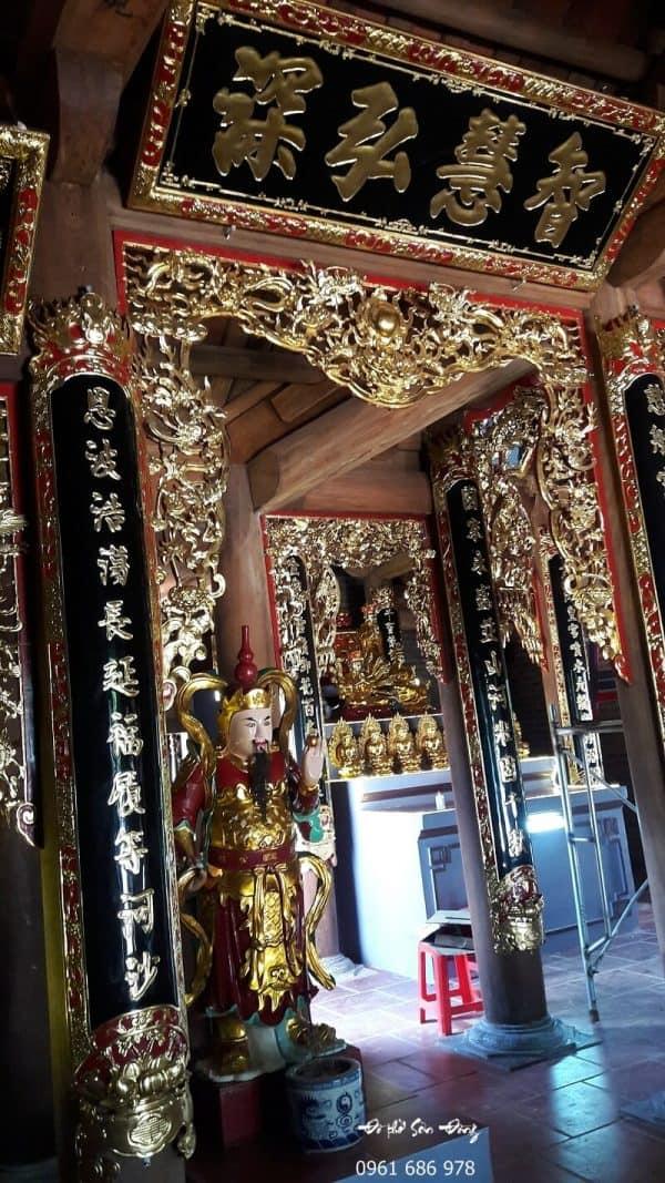 Cửa võng Tứ Linh nhà chùa
