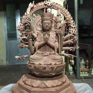 Tượng Phật Bà bằng gỗ