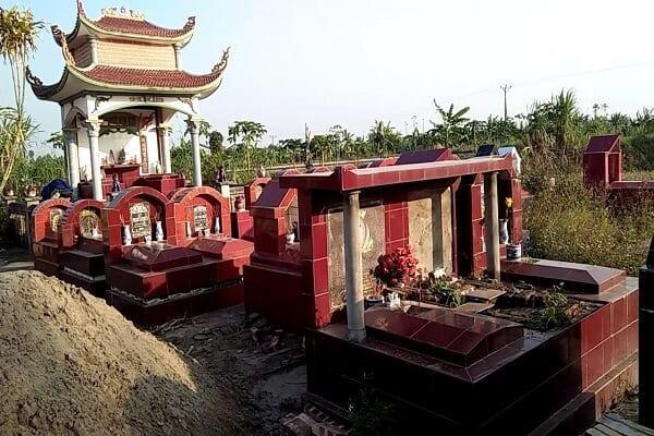 Việc tôn tạo mộ tổ và dời mộ tổ