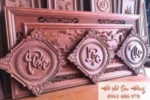 Treo chữ Phúc - Lộc - Thọ trong phòng thờ