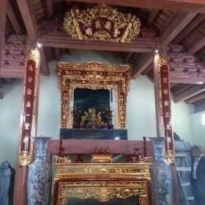 Cuốn thư câu đối đền thờ