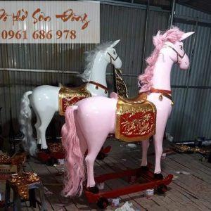 Tượng ông ngựa thờ bằng gỗ
