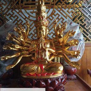 Tượng Thiên Thủ Thiên Nhãn dát vàng ngồi đài sen