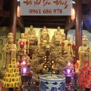 Ban Tam Bảo trong chùa Việt